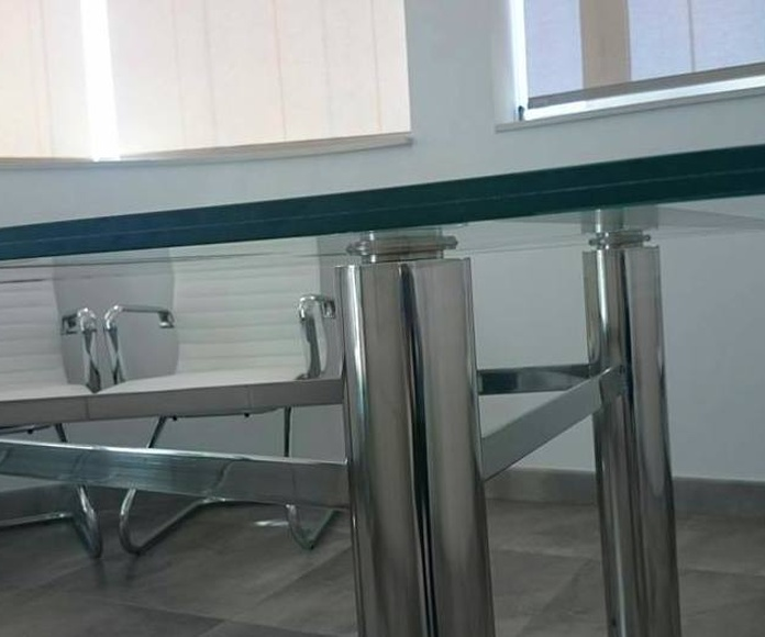Mesa de vidrio personalizada, diseñada y fabricada a medida