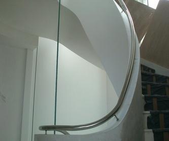 Montera de acero inoxidable diseñada y fabricada a medida para vivienda.:  de Icminox