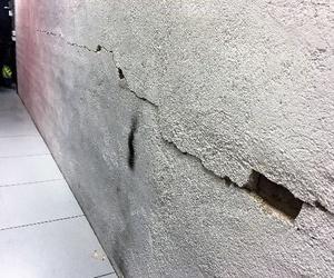 Reparación de grietas en muros cerámicos posteriores a la estabilización de solicitaciones.