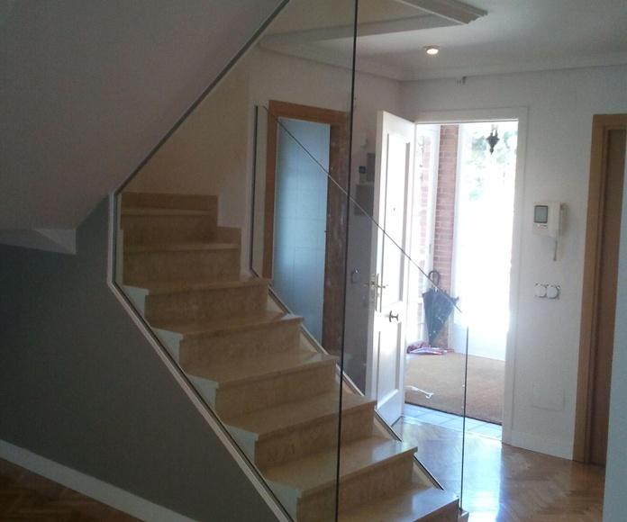 Barandillas y escaleras de cristal a medida fabricadas por CRISTALERA MADRILEÑA