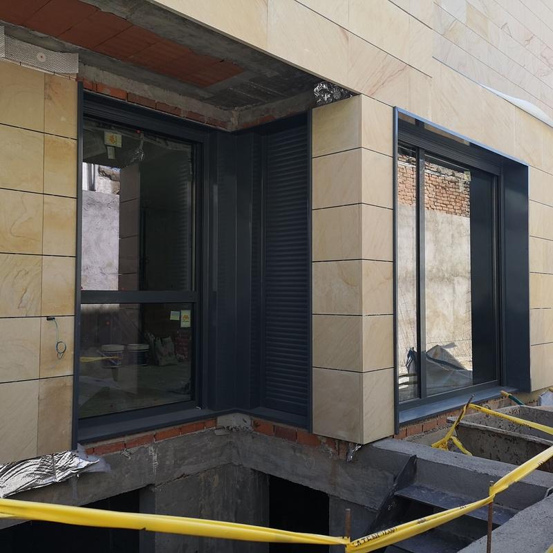 Puertas osciloparalelas:  de Cerrajería Vefergal
