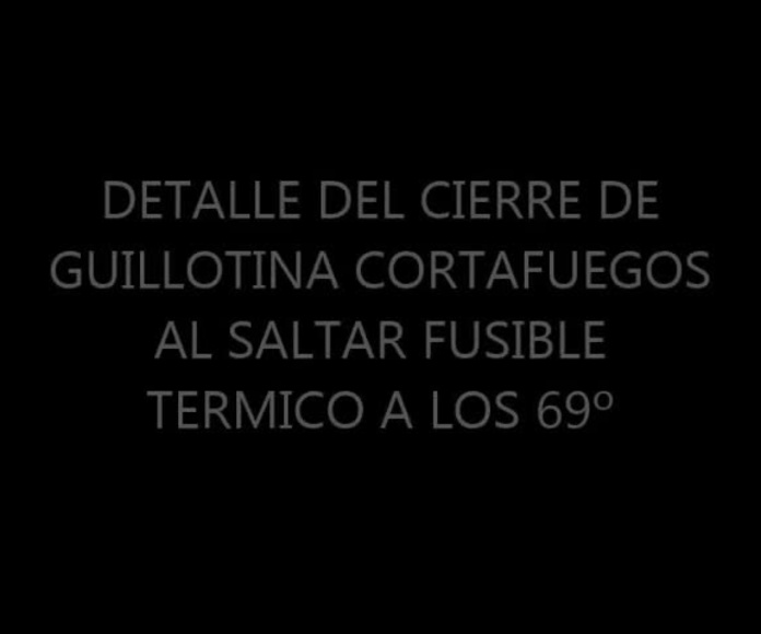 DETALLE DEL CIERRE DE GUILLOTINA CORTAFUEGOS AL LIBERARSE EL FUSIBLE TÉRMICO