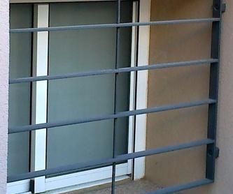 Puertas de hierro de dos hojas practicables: Catálogo de Carpintería aluminio Vicar