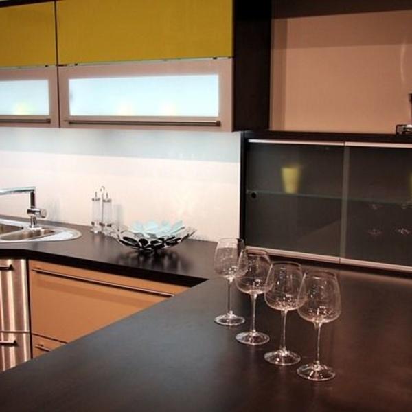 La cocina moderna es minimalista y funcional