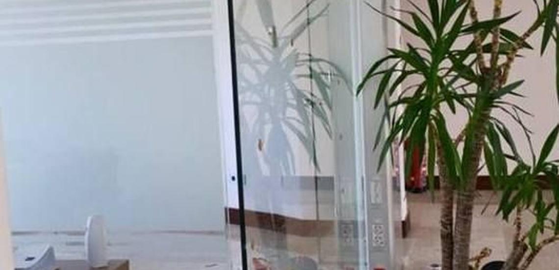Separación con paneles de cristal y mamparas de ducha en Badajoz