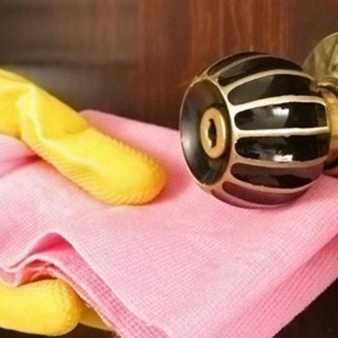 ¿Cómo limpiar las puertas de madera?