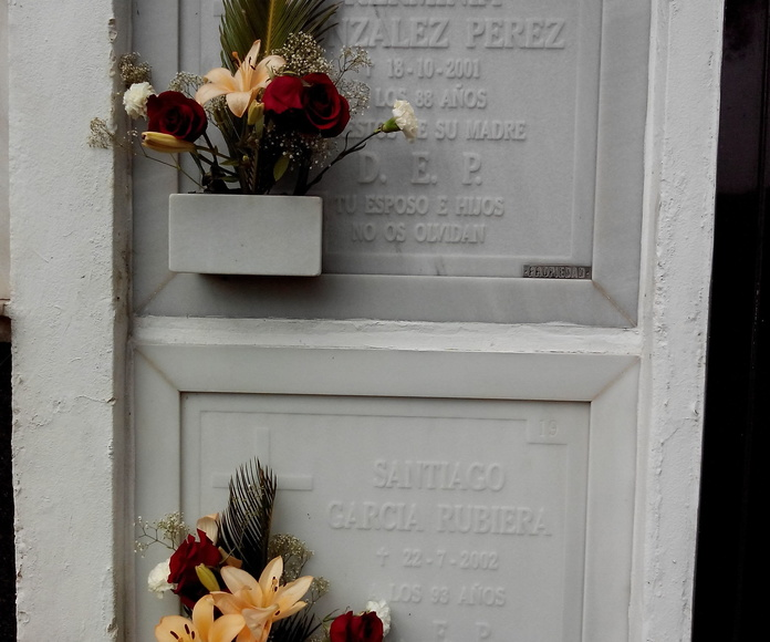 lápidas en relieve mármol blanco macael.