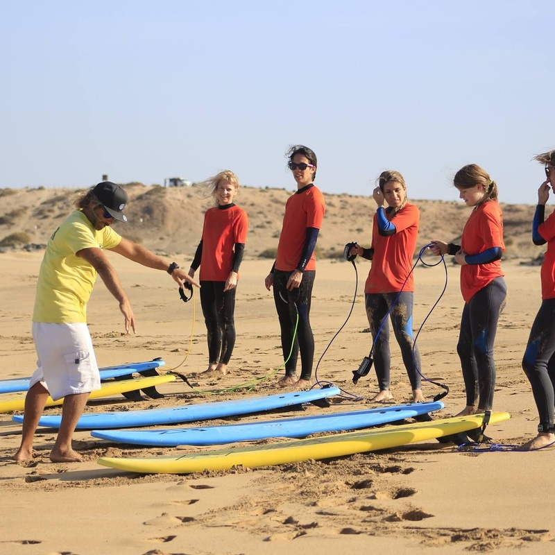 Surf courses: Services de Shock Wave Surf School