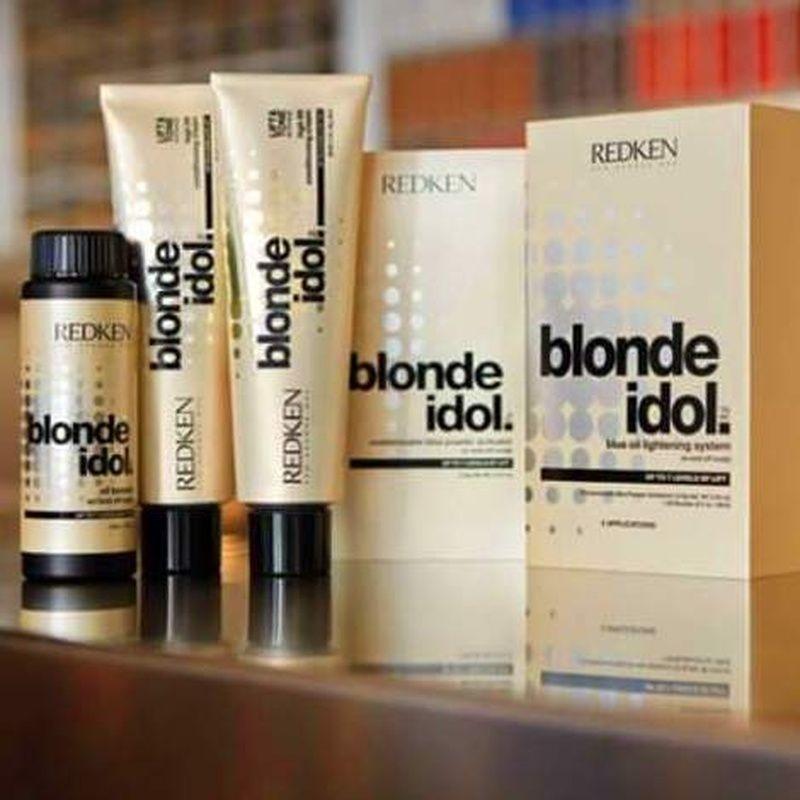Coloración súper aclarante: Servicios de Fusión Unisex Hairdressers