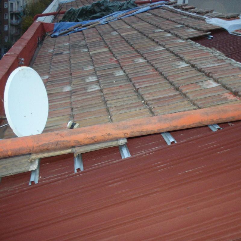 C/ Divino Vallés, 31. Madrid. Placa bituminosa, rastreles y recuperación teja plana (en ejecución)