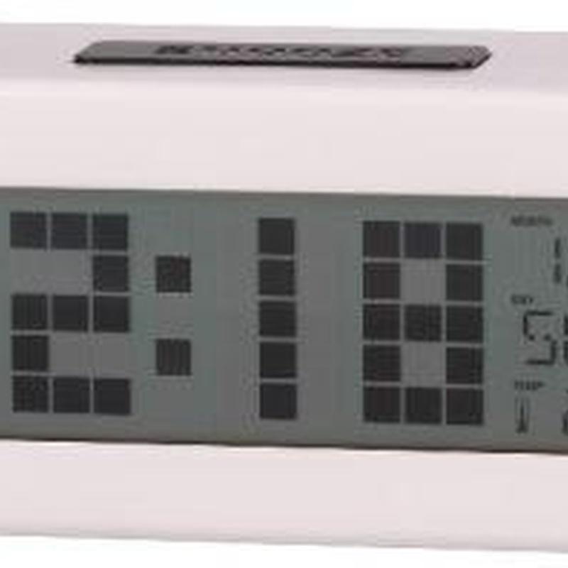Reloj Despertador Digital DCD-24W