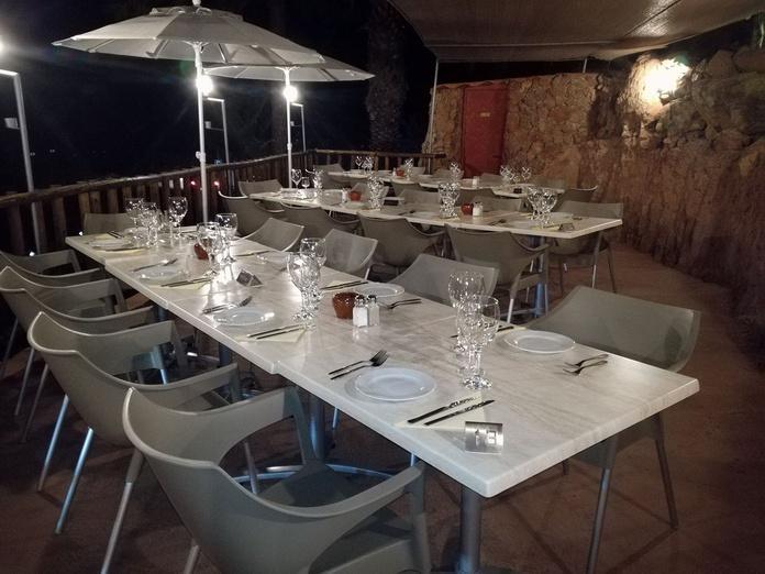 Salón cuevita con terraza: Servicios de Bar La Cuevita