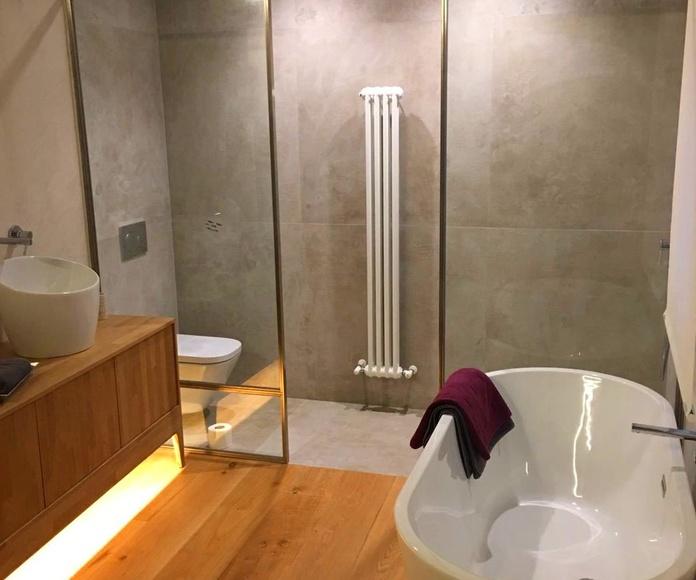 Mampara de baño en acero inoxidable para piso en Las Arenas