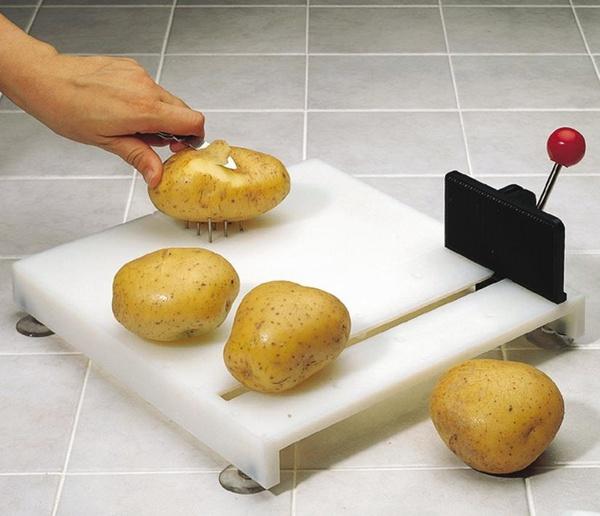 Tabla con ayudas para cortar alimentos