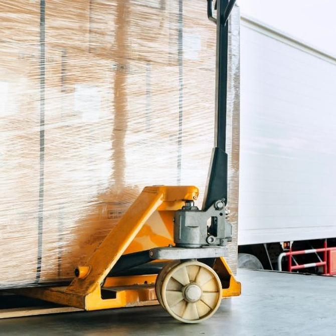 La importancia de los palets en los sectores de la logística, el transporte y el almacenaje