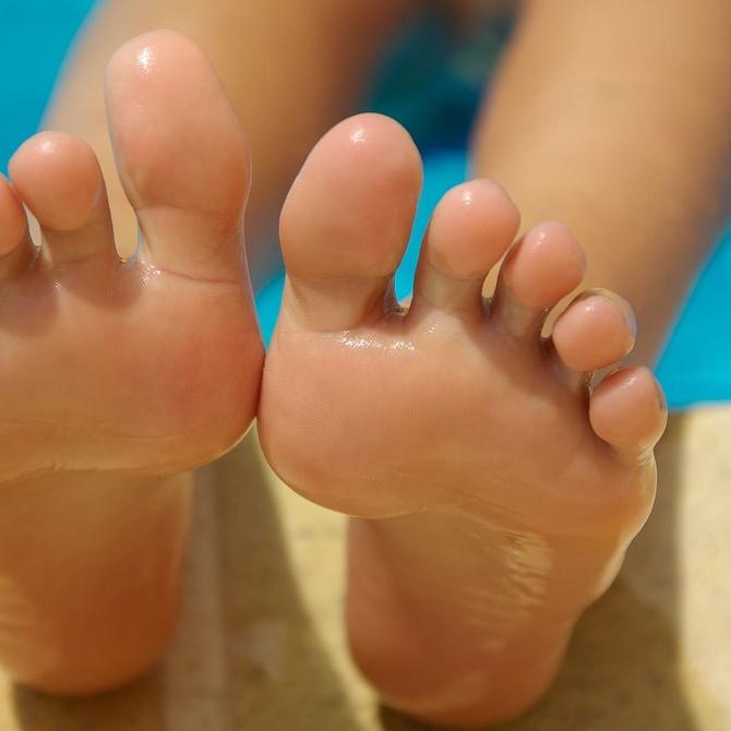 Hongos en las uñas de los pies: causas, síntomas y tratamiento