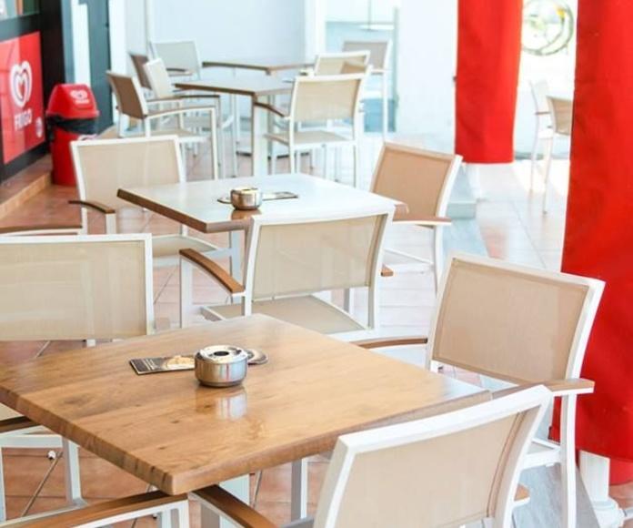 Cafetería con terraza