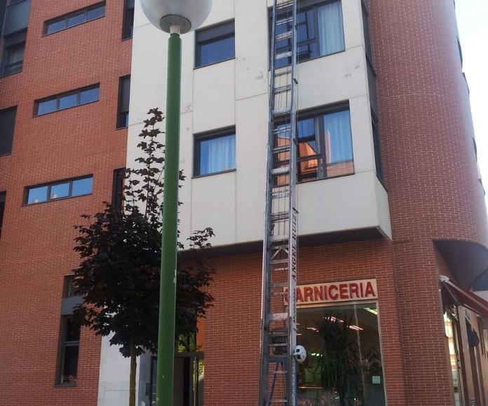 Plataforma elevadora: Servicios de Mudanzas Ángel Ruiz