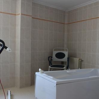 Baño geriátrico y aseos adaptados