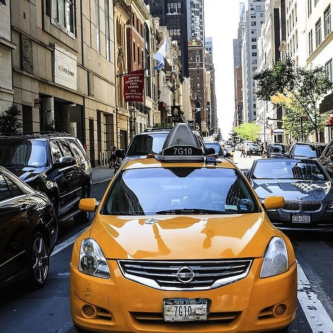En un taxi puede pasar de todo