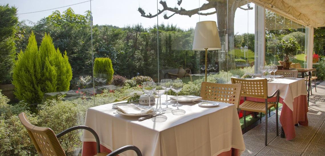 Degusta rica cocina tradicional vasca en nuestro restaurante con jardín de Derio