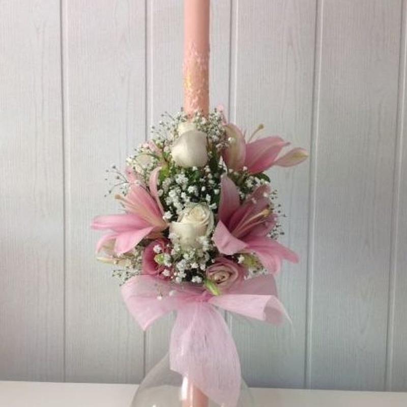 Vela adornada con flor natural