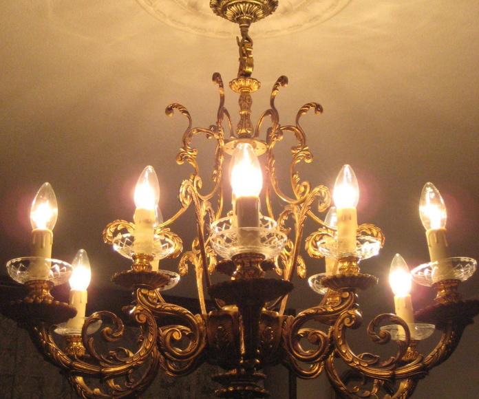 Lámpara de metal 12 luces (DESPUES ILUMINADA)