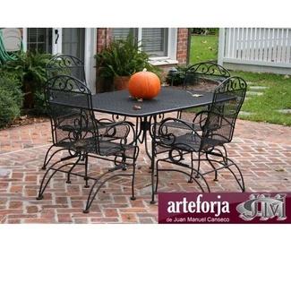 Mesas de hierro para la decoración de tu jardín