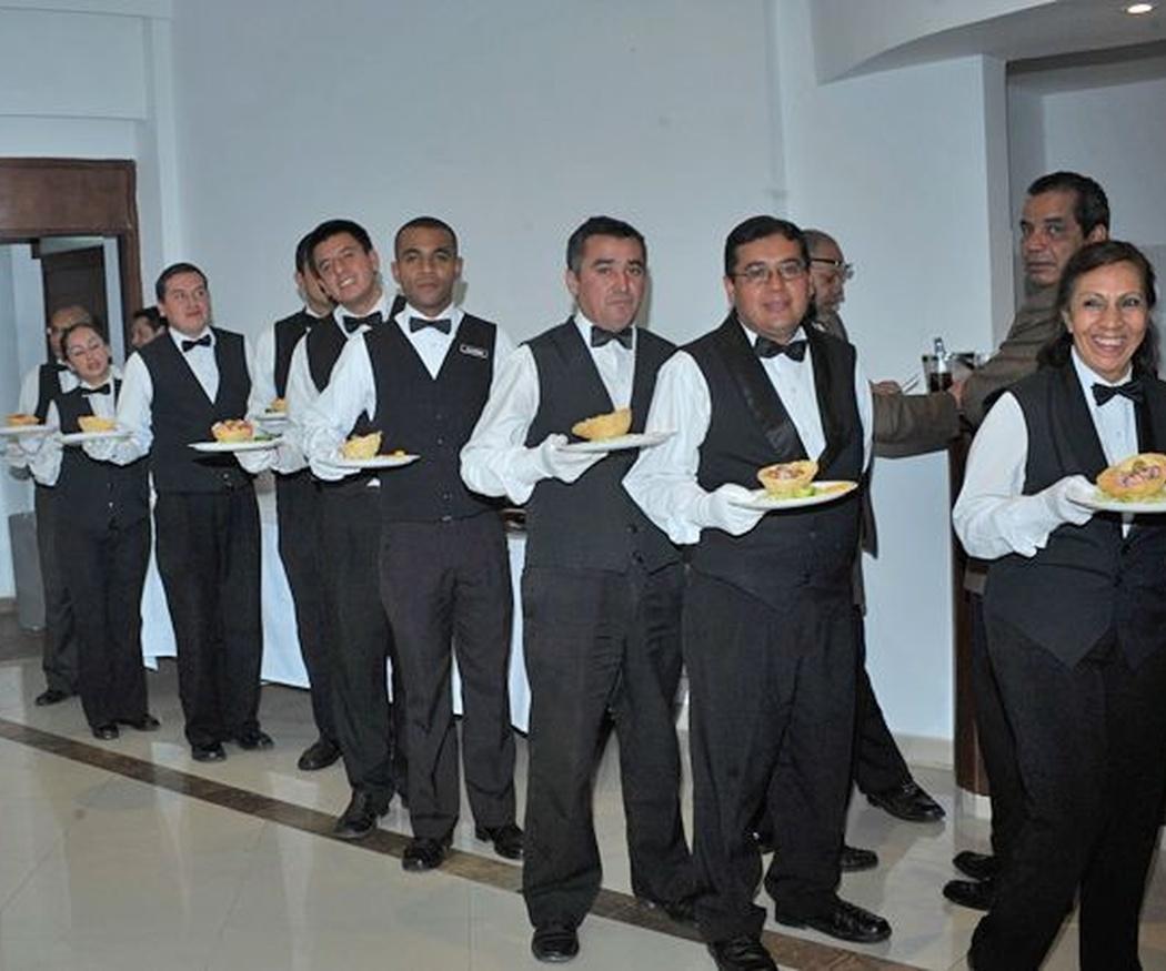 Los camareros, clave del éxito de un buen catering