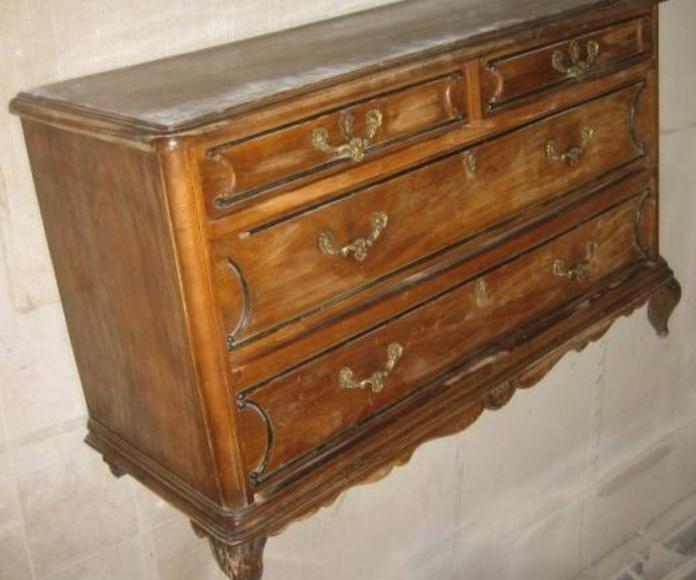 Cómoda madera sin restaurar