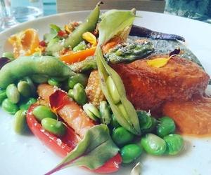 Bacalao con verduras y salsa Romescu