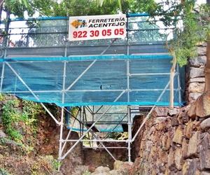 Instalación andamios en Jardines Victoria (La Orotava) para rehabilitación puente