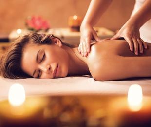 Masajes terapéutico de espalda con aceites
