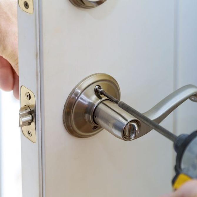 ¿En qué te tienes que fijar para elegir un cerrajero completo?