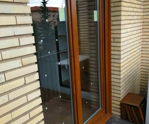 VENTANA PVC TRIPLE JUNTA BICOLOR ROBLE / BLANCO Y LAMA BRONCE