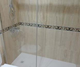 """""""STOP CAIDAS """" Instalación de  ducha antideslizante"""