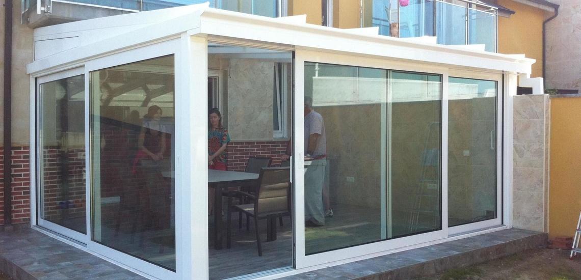 Instalación de ventanas de PVC y cerramiento de porche en Santander