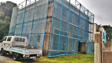 Andamio tubular super para revestimiento de fachada. Obra nueva en Guamasa.