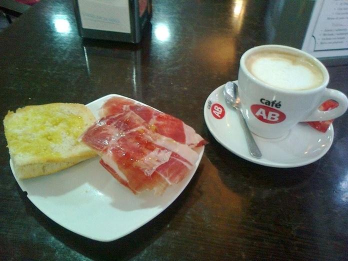 Desayunos: Especialidades de Bar La Cantina
