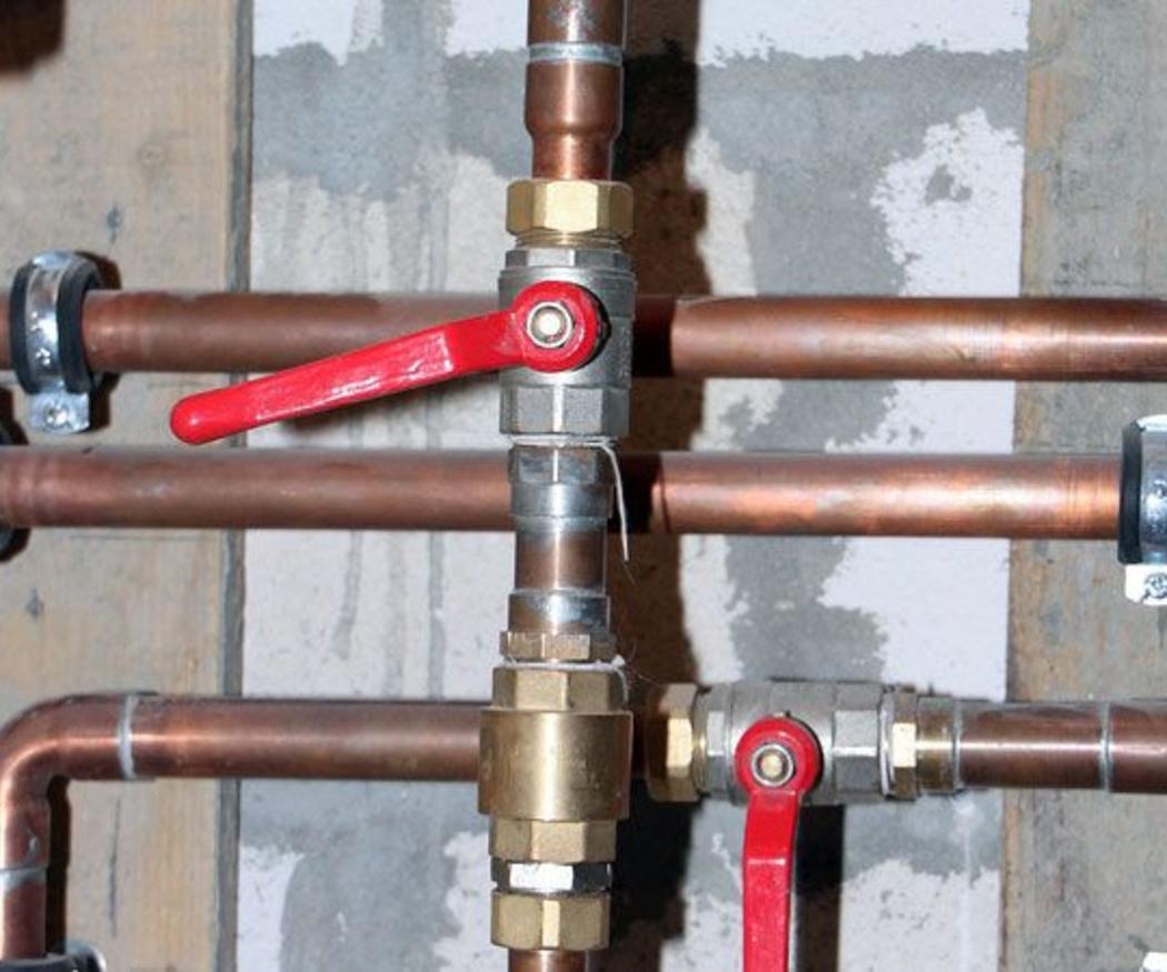 Tuberías de plástico o tuberías de cobre