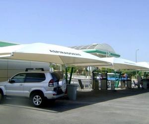Montaje de carpa en estación de servicio BP de Isla Azul