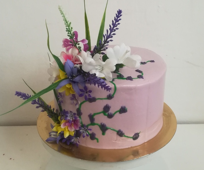 tarta primavera morada con flores
