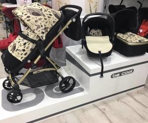 Gran exposición de sillas para bebés