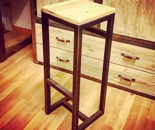 Muebles de madera y hierro