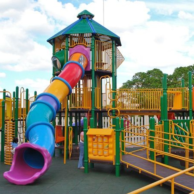 El suelo de un parque infantil