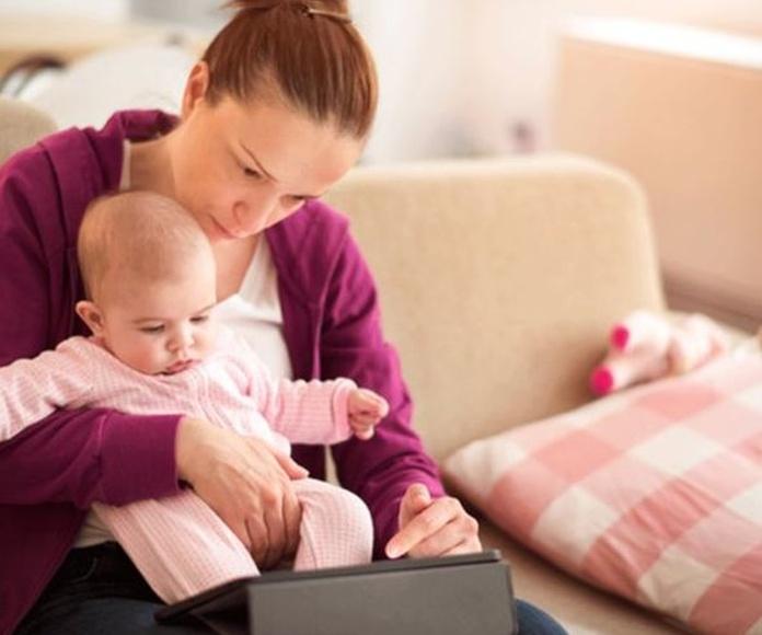 Uso de pantallas y sus efectos en el habla de los bebés.