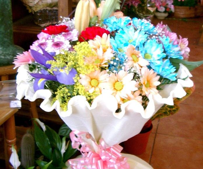 Ramo primaveral: Catálogo de flores y plantas de Floristería Pétalos
