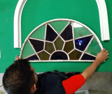 Arco de medio punto en cristal emplomado