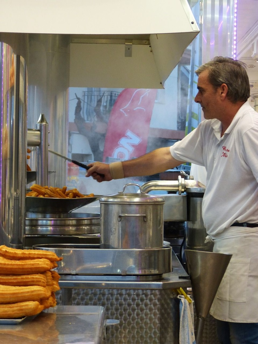 En Madrid churros, en Andalucía 'calentitos'