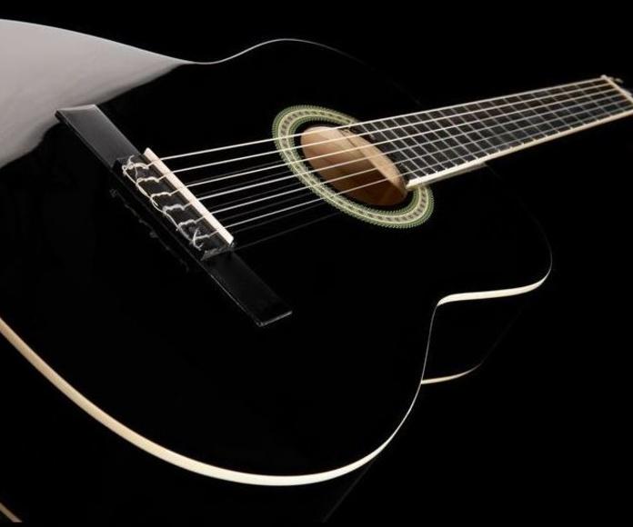 Guitarra española clásica barata económica Harley Benton. Decibelios Playa Honda Lanzarote